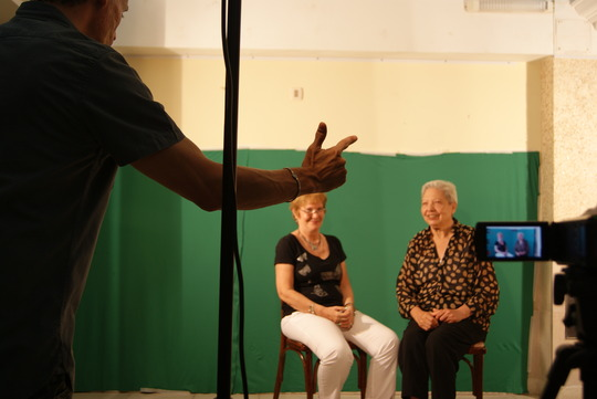Film set with deaf grandmothers