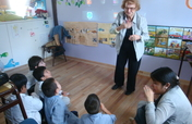 Storytelling in sign language for deaf children