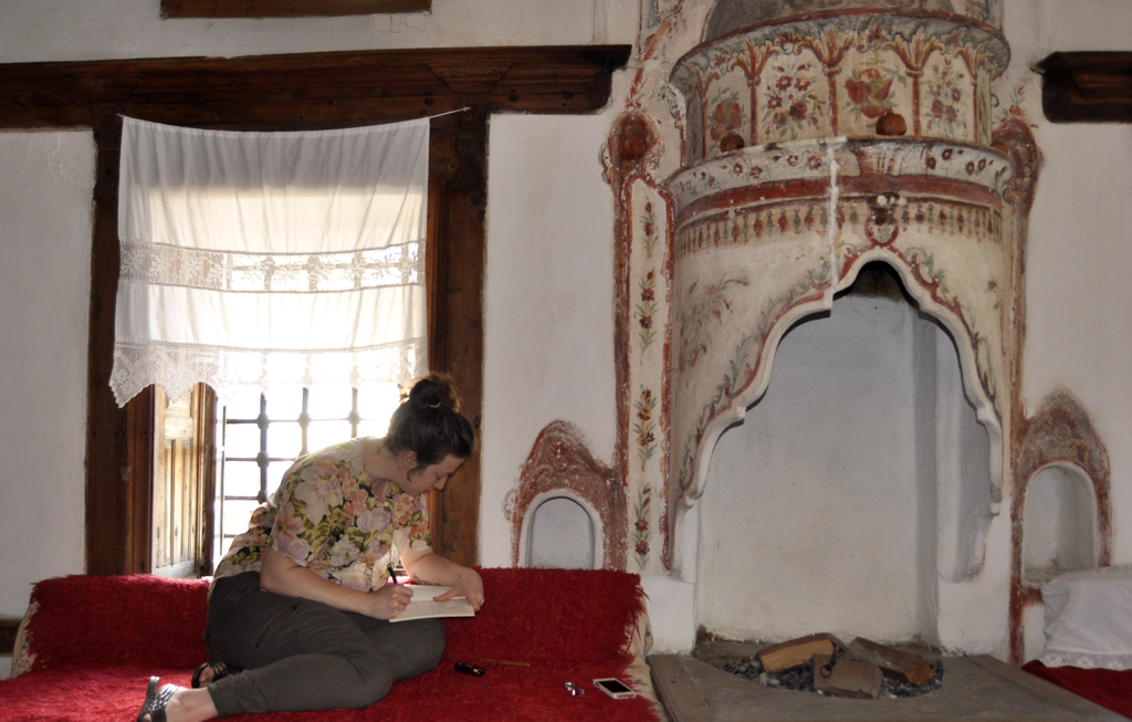 Conservator from London documents decorative paint