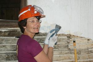 AiP volunteer from Australia learning plaster prep