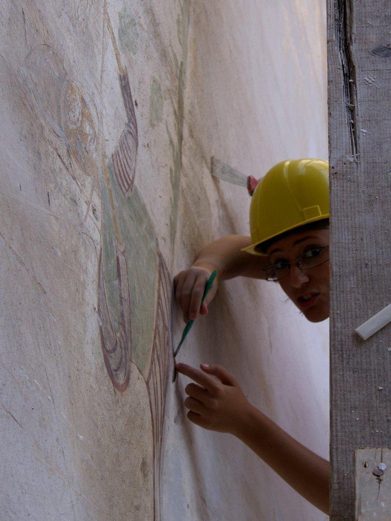 Volunteer records historic wall painting