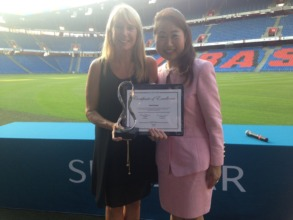 Sandy accepting world dental hygiene award