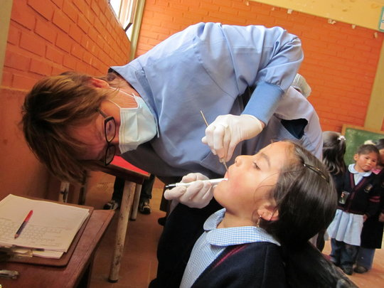 Dental exams in a small school room in Morachata