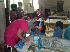 Cindy Larson, RHD from the U.S. helping Bolivians