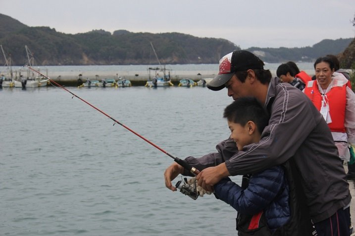 Children being taught by fishermen.