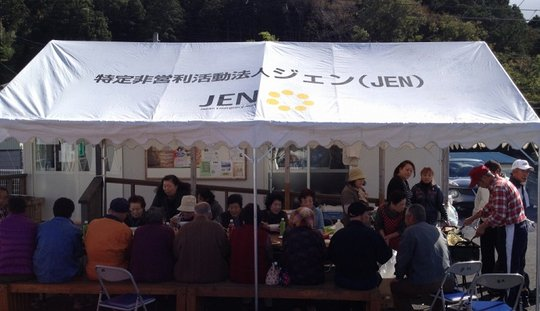 JEN supported evacuees to hold an imoni party.