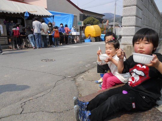 A restful moment for two young Japanese