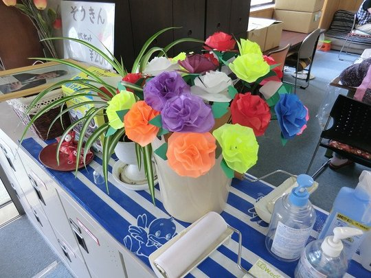 Artificial flowers made by the facility users
