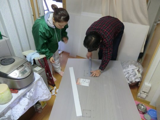 Cutting the heat insulation material for ceiling