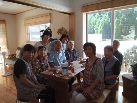People relaxing in Hinatabokko