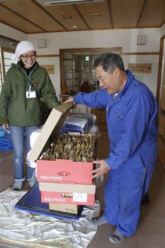 "Bags of potato chips arrive at ""Hamanasu no Sato"""