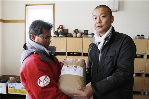 AAR JAPAN member delivering locally produced rice