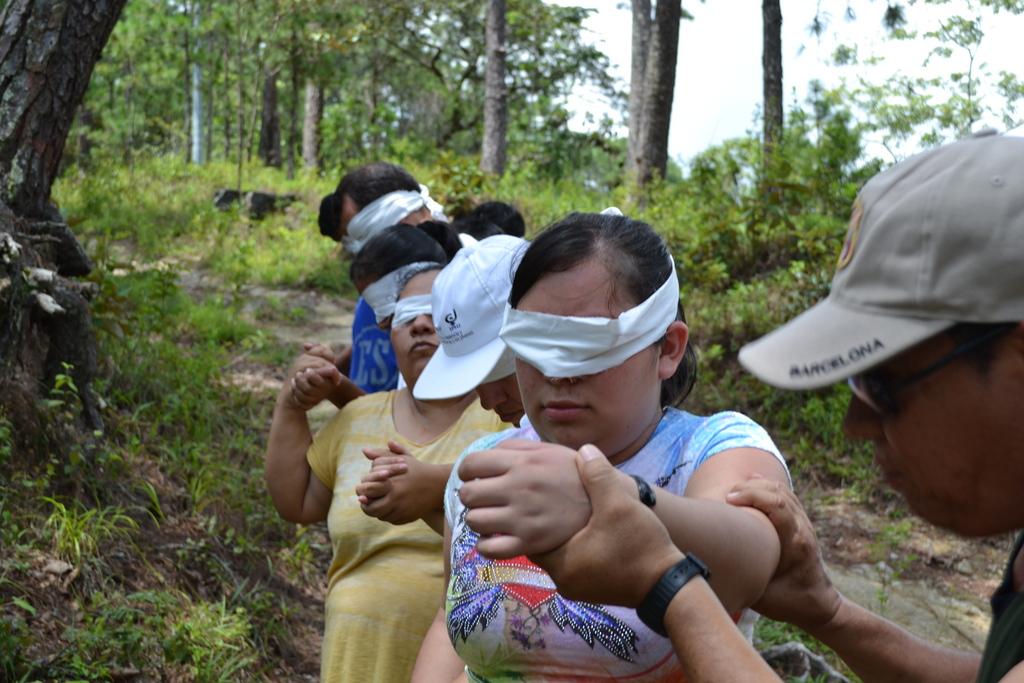 50-people blind walk
