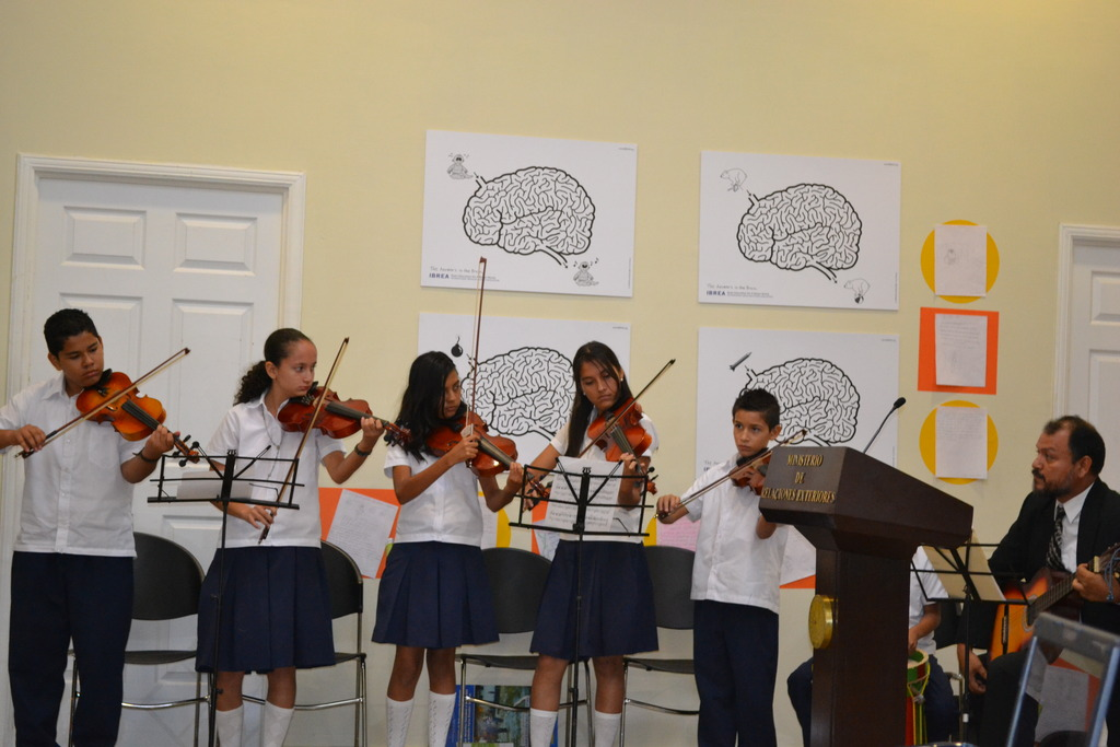 The violinists playing arirang