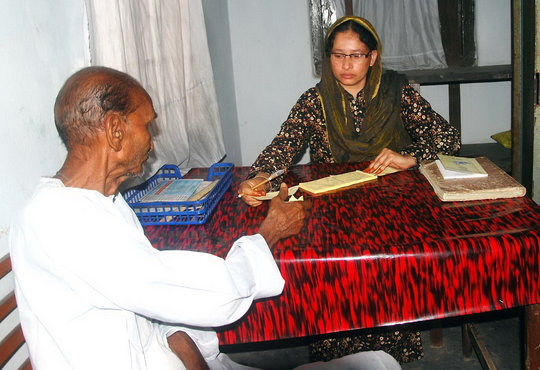 A diabetic patient getting a Guide Book