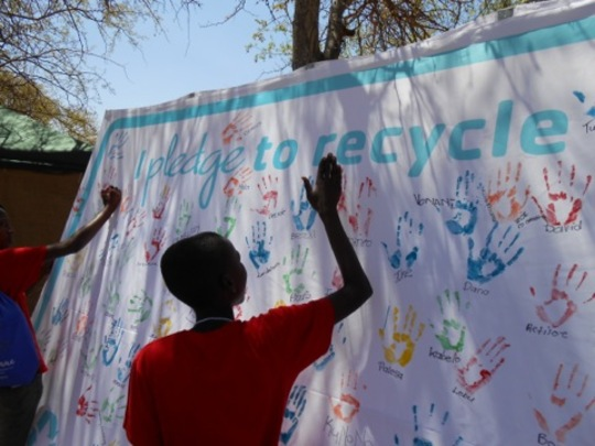 Pledging for recycling by the students.