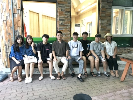 Se-Hee & YongHoon (2nd to left & 2nd to right)
