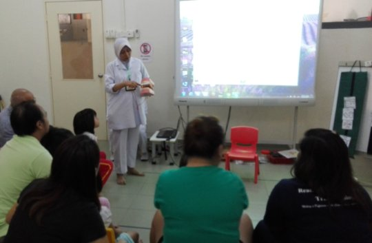 A nurse sharing on how to care for our teeth