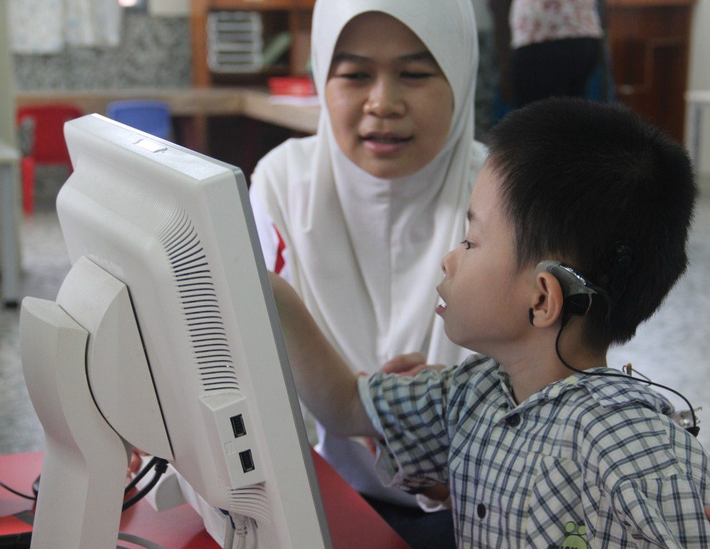 Noorazah working with student in EIP