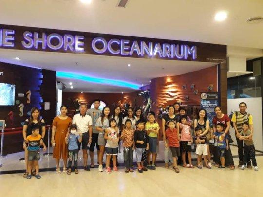 Group photo at The Oceanarium@The Shore