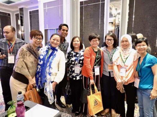 Staff with YB Khairy Jamaluddin during AIM 2018