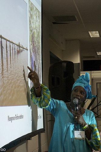 Fatou presenting during Community Aldeia