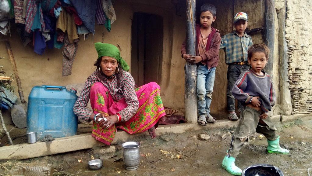 A mother, 6 children, 4 living