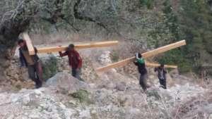 Piplang - moving construction materials.