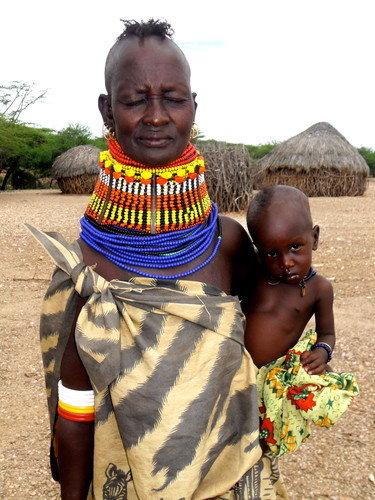 Mother & child, outreach distribution Sasak, Kenya