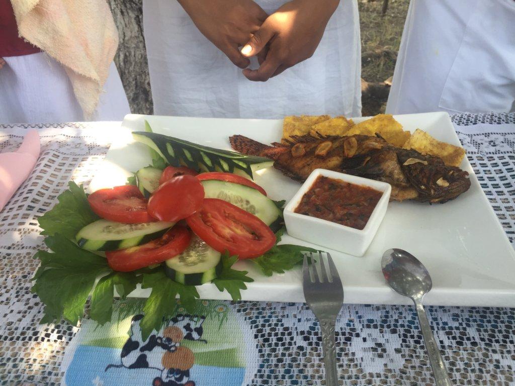 creating a dish (women from El Quetzalito village)