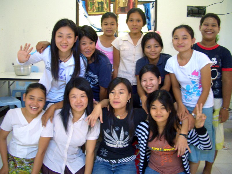 Empower Burmese Migrant Women this holiday season!