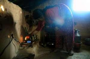 Sibitri demonstrating her stove