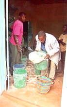 Operating packing cassava flour for customer