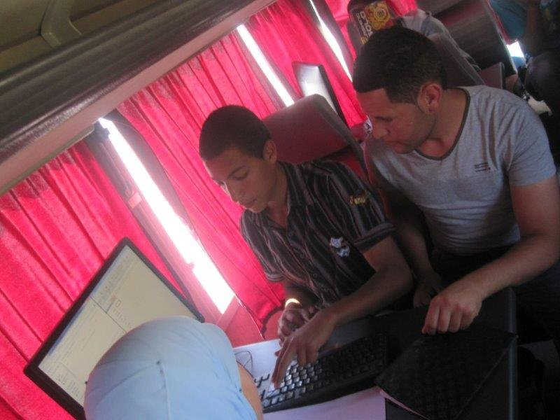 Computer lessons thanks to the Caravan AJI