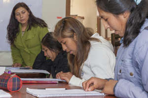 Girls study English during class at the apartment.