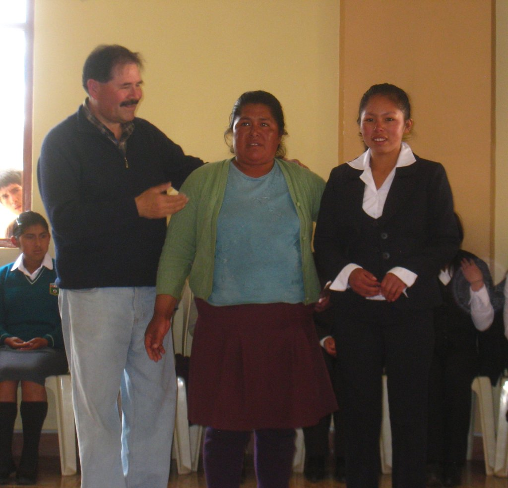 Edwin introduces Yola Judith and her mother.