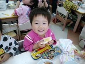 Children enjoying fruits at Yotsuba Nursery School