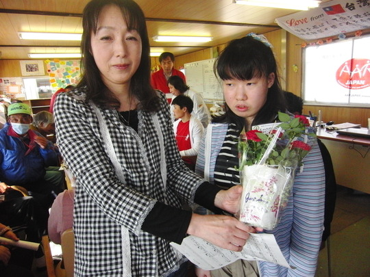Ms. Yuko ABE (left) with her daughter Misaki