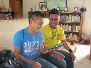 Chorti volunteers watching a Khan Academy video