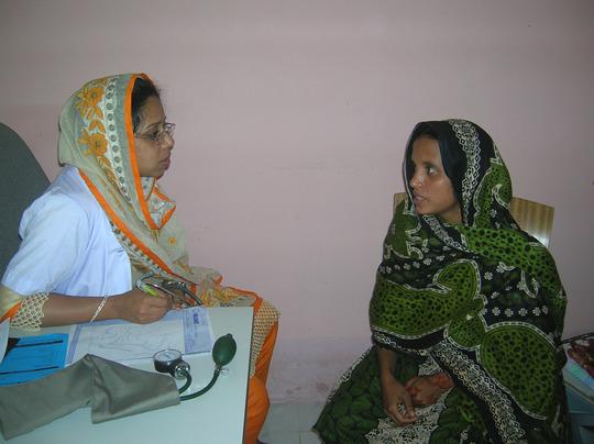 Patient explaining ailment to Doctor