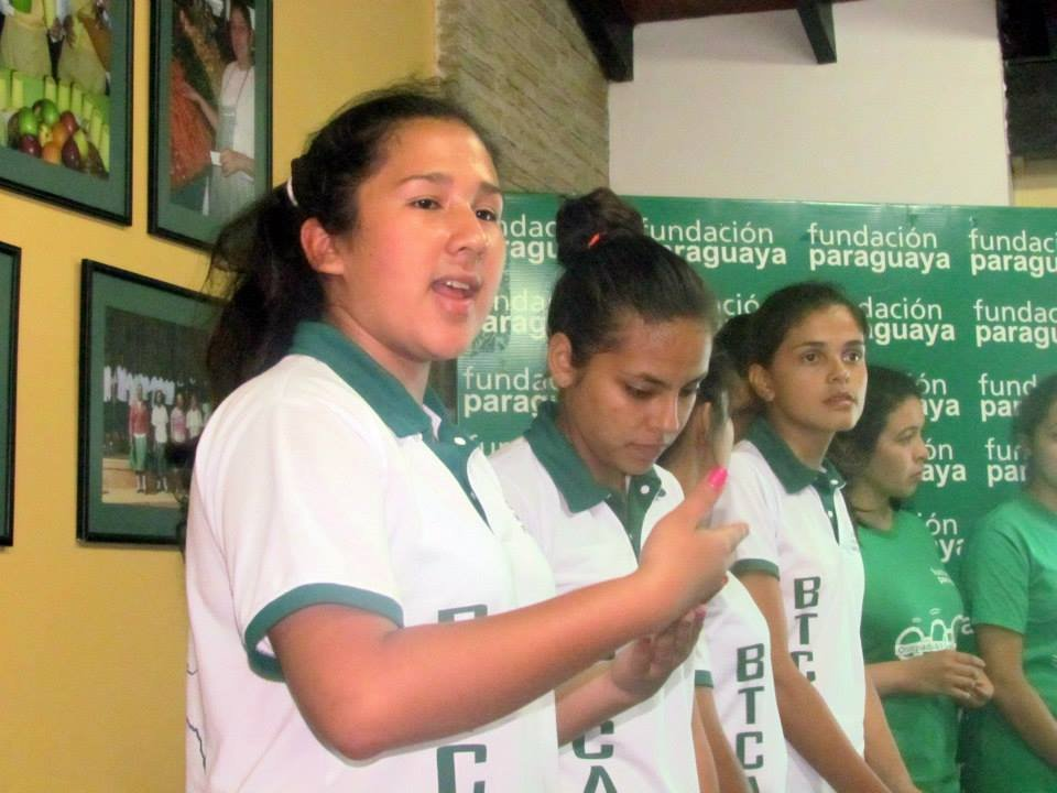 Students from Mbaracayu give presentation