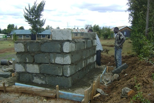Construction of latrine walls, Matuiku. GHARP/KRA