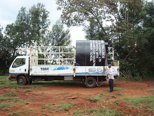 Plastic Tank Arrives at Matuiku School