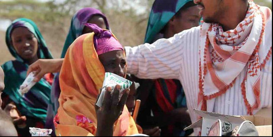 Deeq handing out milk to Somali refugees