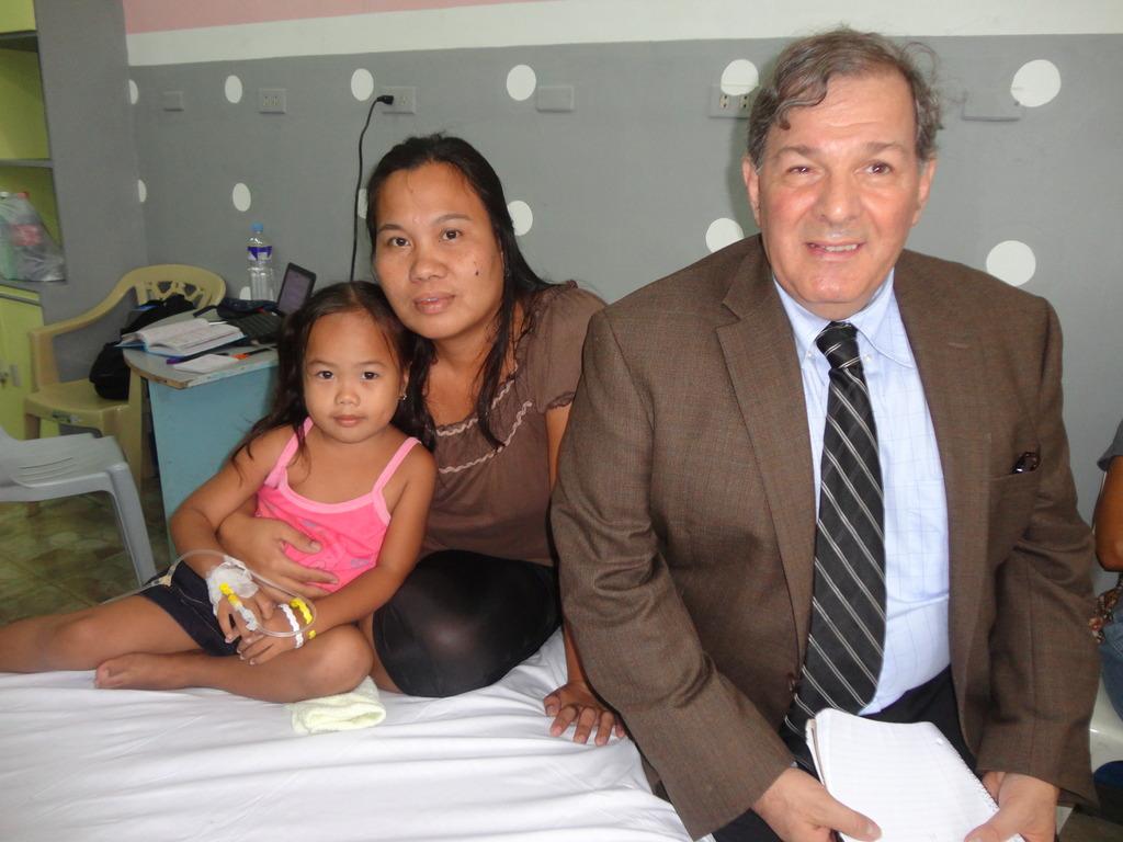 AAI Pres Al Santoli with Pauline and Mom at NIH
