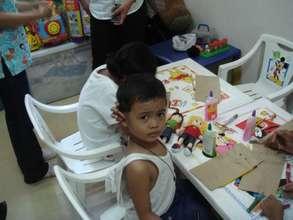Art classes for children in cancer treatment