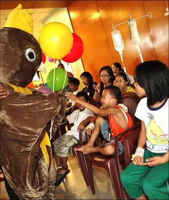 AAI Mascot brightens day of cancer patients