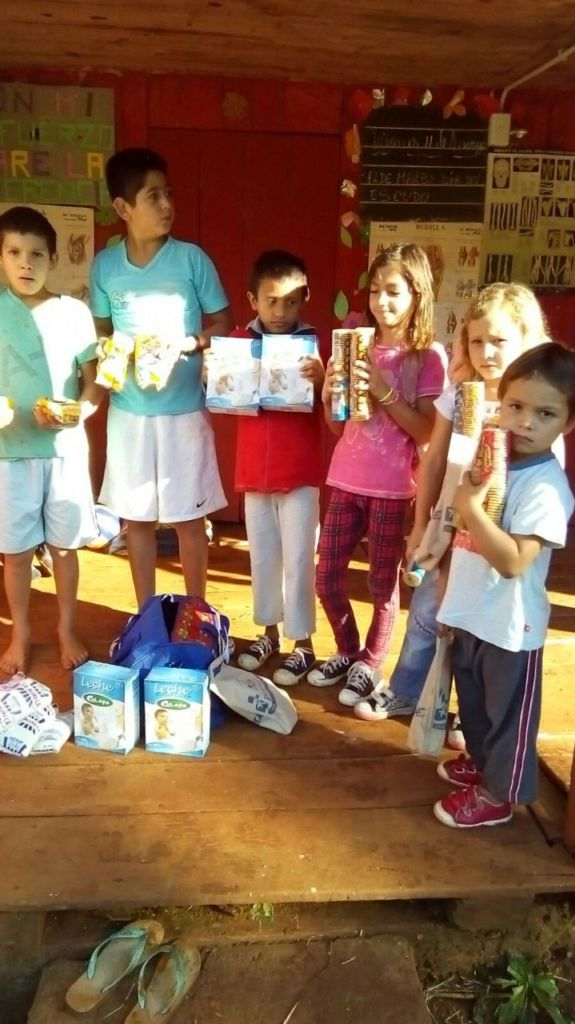 Children receiving food at Misiones School