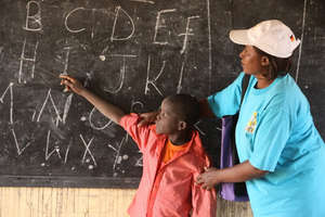 Theresiah Nthiani visits a school in Dadaab