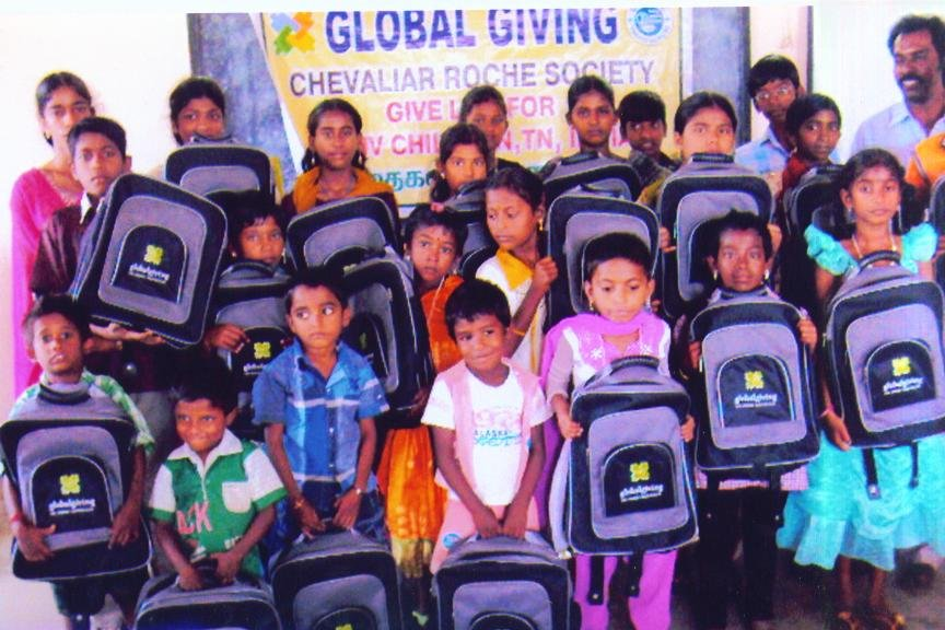 BENEFICIARIES WITH GLOBAL GIVING EMBLEMMED BAGS